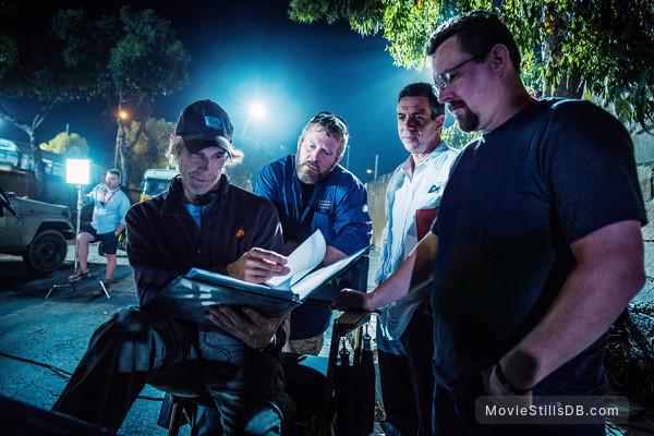 13 Hours: The Secret Soldiers of Benghazi - Behind the scenes photo of Michael Bay, Mark Geist, Mitchell Zuckoff & John Tiegen