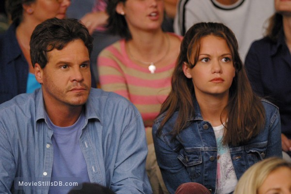 One Tree Hill - Publicity still of Craig Sheffer & Bethany Joy Lenz
