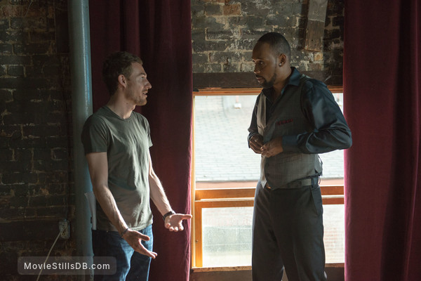 Brick Mansions - Behind the scenes photo of Camille Delamarre & RZA