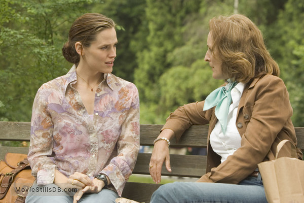 Catch and Release - Publicity still of Jennifer Garner & Fiona Shaw