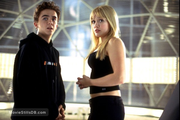 Agent Cody Banks - Publicity still of Hilary Duff & Frankie Muniz