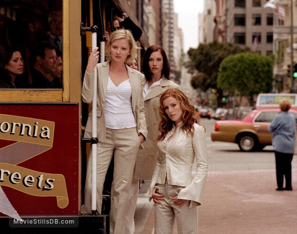 Girls Club - Promo shot of Gretchen Mol, Kathleen Robertson & Chyler Leigh