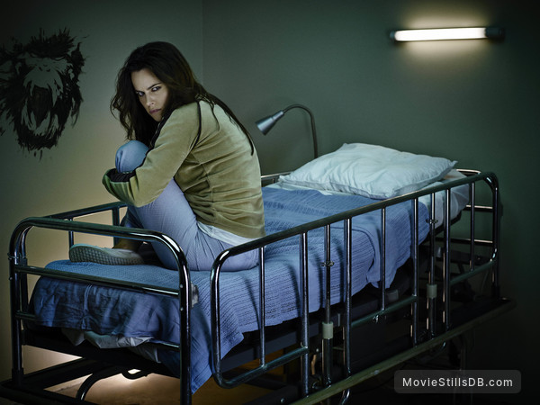 12 Monkeys - Promo shot of Emily Hampshire