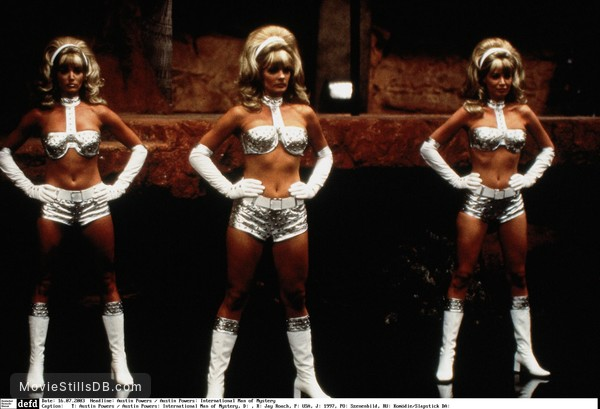 Austin Powers: International Man of Mystery - Publicity still of Cheryl Bartel, Cindy Margolis & Donna W. Scott