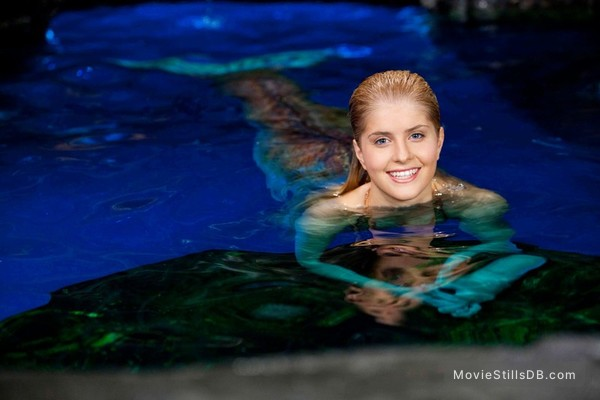 Mako Mermaids - Promo shot of Amy Ruffle