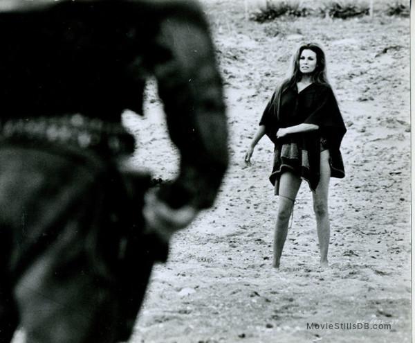 Hannie Caulder - Publicity still of Raquel Welch