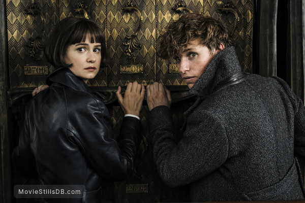 Fantastic Beasts: The Crimes of Grindelwald - Publicity still of Katherine Waterston & Eddie Redmayne
