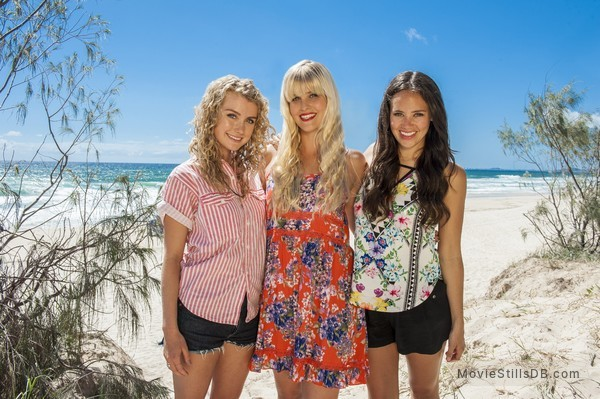 Mako Mermaids - Promo shot of Allie Bertram, Isabel Durant & Amy Ruffle
