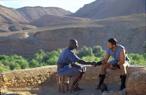 Gladiator - Publicity still of Russell Crowe & Djimon Hounsou