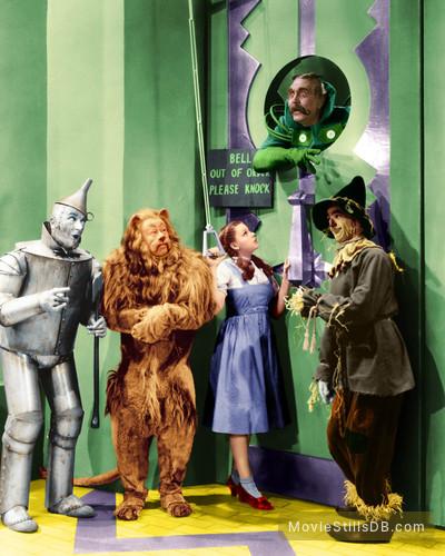 The Wizard of Oz - Publicity still of Jack Haley, Ray Bolger, Judy Garland, Bert Lahr & Frank Morgan