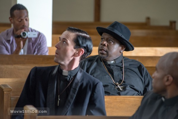 A Haunted House 2 - Publicity still of Marlon Wayans & Cedric the Entertainer