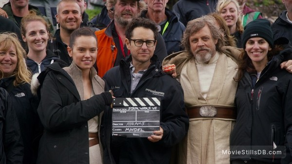Star Wars: The Force Awakens - Behind the scenes photo of Mark Hamill, Daisy Ridley & J.J. Abrams
