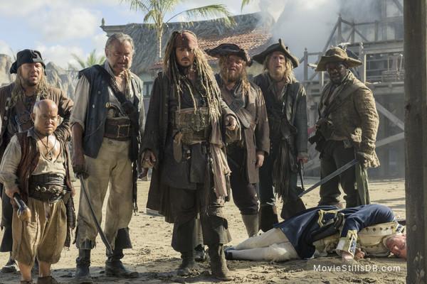 Pirates of the Caribbean: Dead Men Tell No Tales - Publicity still of Johnny Depp, Kevin McNally, David Wenham & Martin Klebba