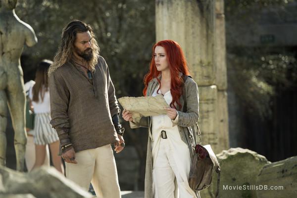 Aquaman - Publicity still of Jason Momoa & Amber Heard