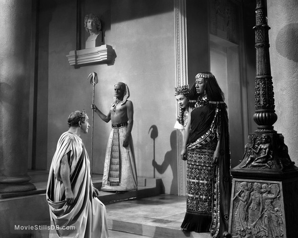 Caesar and Cleopatra - Publicity still of Vivien Leigh, Claude Rains & Flora Robson