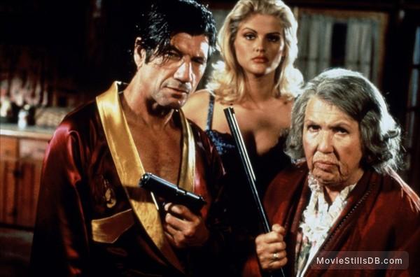 Naked Gun 33 1/3: The Final Insult - Publicity still of Fred Ward, Anna Nicole Smith & Kathleen Freeman