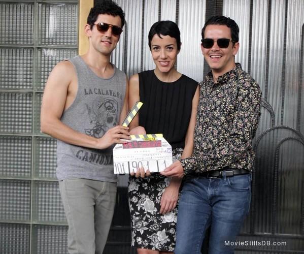 Elvira, te daría mi vida pero la estoy usando - Behind the scenes photo of Cecilia Suárez, Luis Gerardo Mendez & Manolo Caro