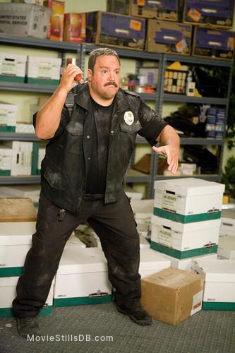 Paul Blart: Mall Cop - Publicity still of Kevin James