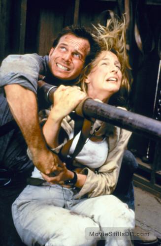 Twister - Publicity still of Helen Hunt & Bill Paxton