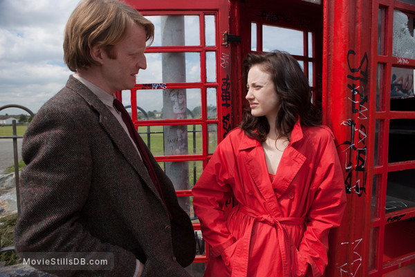 Shadow Dancer - Publicity still of Andrea Riseborough & Domhnall Gleeson