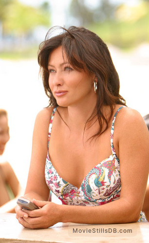 North Shore - Publicity still of Shannen Doherty