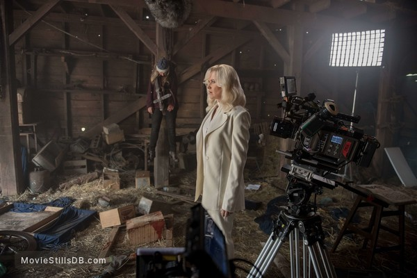 Ash vs Evil Dead - Behind the scenes photo of Lucy Lawles