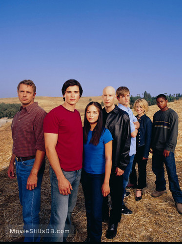 Smallville - Promo shot of Tom Welling, Michael Rosenbaum, Kristin Kreuk, John Schneider, Sam Jones III, Allison Mack & Eric Johnson