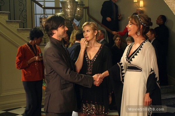 Gossip Girl - Publicity still of Margaret Colin, Matthew Settle & Kelly Rutherford