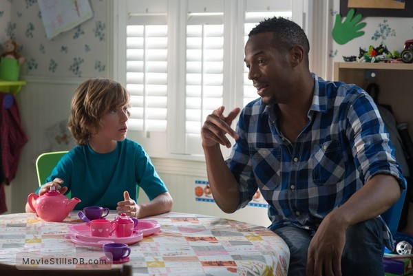 A Haunted House 2 - Publicity still of Steele Stebbins & Marlon Wayans
