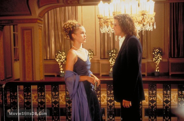 10 Things I Hate About You - Publicity still of Heath Ledger & Julia Stiles