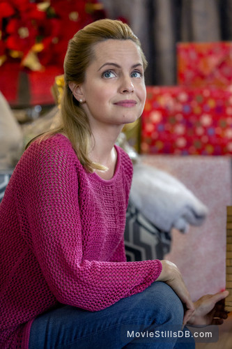 Ill Be Home For Christmas 2016.I Ll Be Home For Christmas Publicity Still Of Mena Suvari