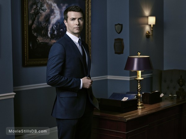 12 Monkeys - Promo shot of Noah Bean
