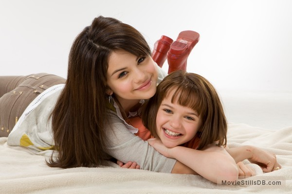 Ramona and Beezus - Promo shot of Selena Gomez & Joey King