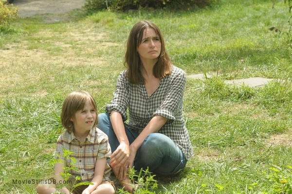 Our Idiot Brother - Publicity still of Emily Mortimer & Matthew Mindler