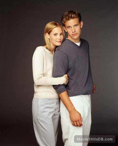 Popular - Promo shot of Leslie Bibb & Bryce Johnson