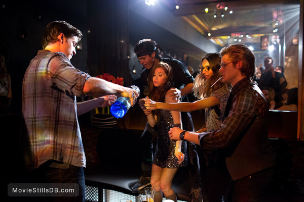 Paranoia - Publicity still of Liam Hemsworth, Lucas Till, Angela Sarafyan, William Peltz & Haley Finnegan