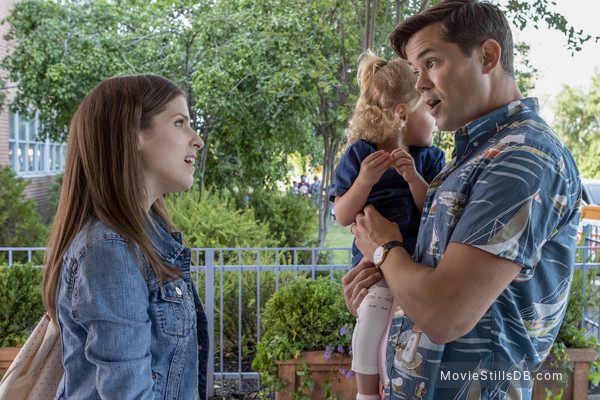 A Simple Favor - Publicity still of Anna Kendrick & Andrew Rannells