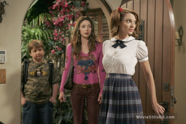 Two and a Half Men - Publicity still of Angus T. Jones, Marin Hinkle & April Bowlby