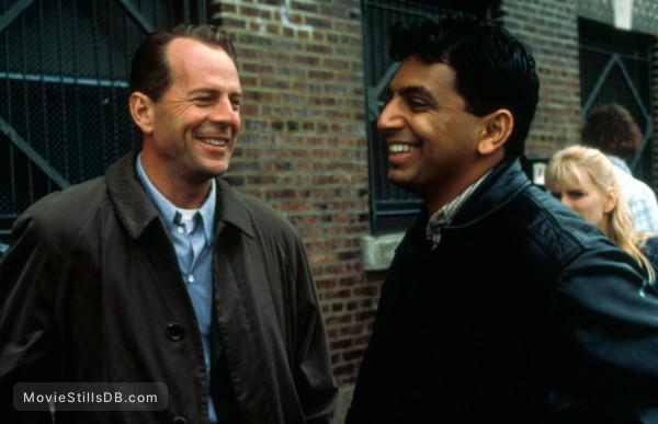 The Sixth Sense - Behind the scenes photo of M Night Shyamalan & Bruce Willis