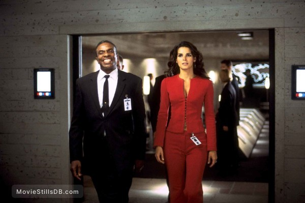 Agent Cody Banks - Publicity still of Angie Harmon & Keith David