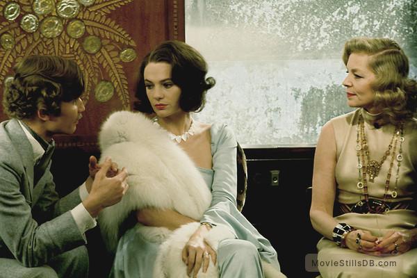 Murder on the Orient Express - Publicity still of Jacqueline Bisset, Michael York & Lauren Bacall