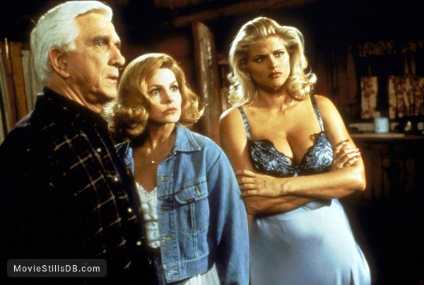 Naked Gun 33 1/3: The Final Insult - Publicity still of Leslie Nielsen, Anna Nicole Smith & Priscilla Presley