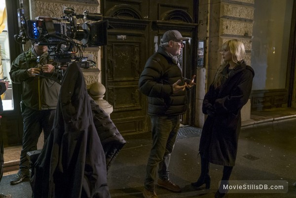 Red Sparrow - Behind the scenes photo of Jennifer Lawrence & Francis Lawrence