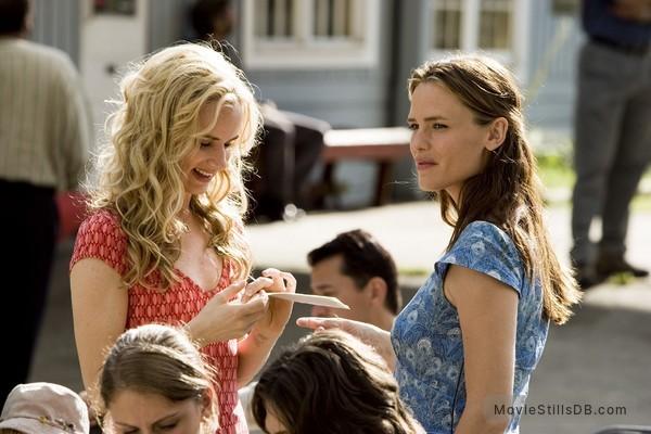 Catch and Release - Publicity still of Jennifer Garner & Juliette Lewis