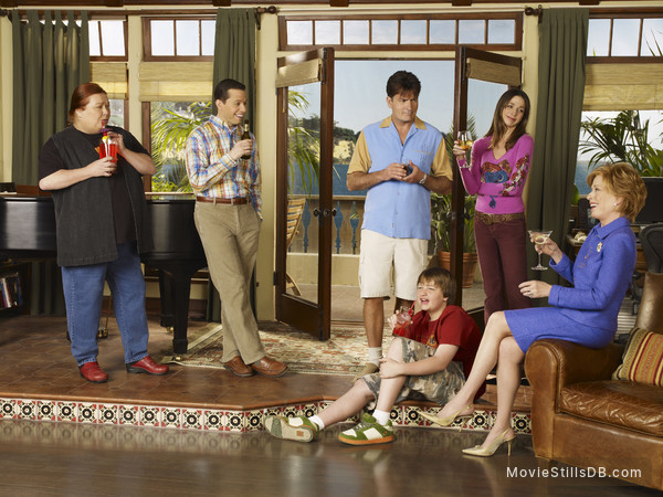 Two and a Half Men - Promo shot of Charlie Sheen, Angus T. Jones, Jon Cryer, Marin Hinkle, Holland Taylor & Conchata Ferrell