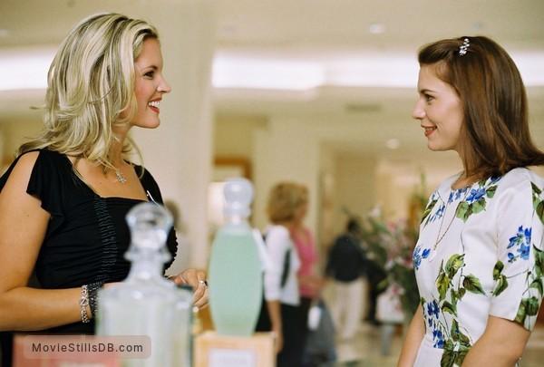 Shopgirl - Publicity still of Bridgette Wilson & Claire Danes