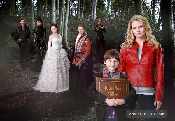Once Upon a Time - Promo shot of Ginnifer Goodwin, Jennifer Morrison, Jared Gilmore, Josh Dallas, Lana Parrilla, Jamie Dornan & Robert Carlyle