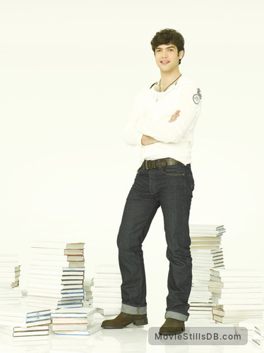 10 Things I Hate About You - Promo shot of Ethan Peck