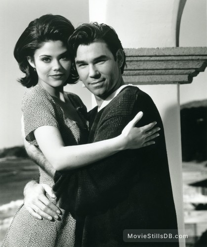 Sunset Beach - Promo shot of Susan Ward & Clive Robertson