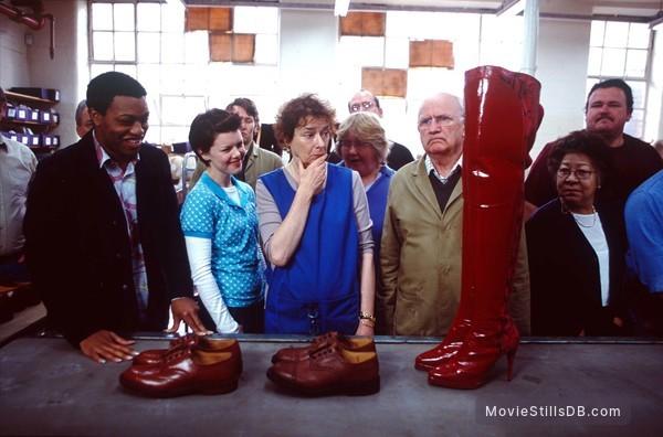 Kinky Boots - Publicity still of Chiwetel Ejiofor, Sarah-Jane Potts, Linda Bassett, Ewan Hooper, Mona Hammond & Stephen Marcus